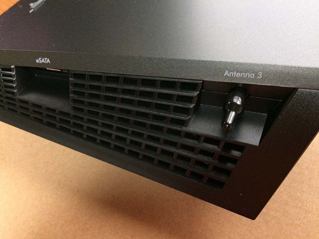NETGEAR R7800側面です
