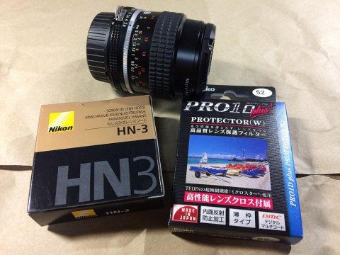 Nikon Micro-Nikkor 55mm f/2.8 フードと保護フィルターです。